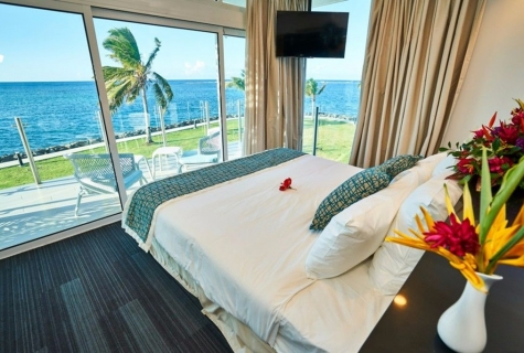 108782-deluxe_oceanview_king_room_at_taumeasina_island_resort-24